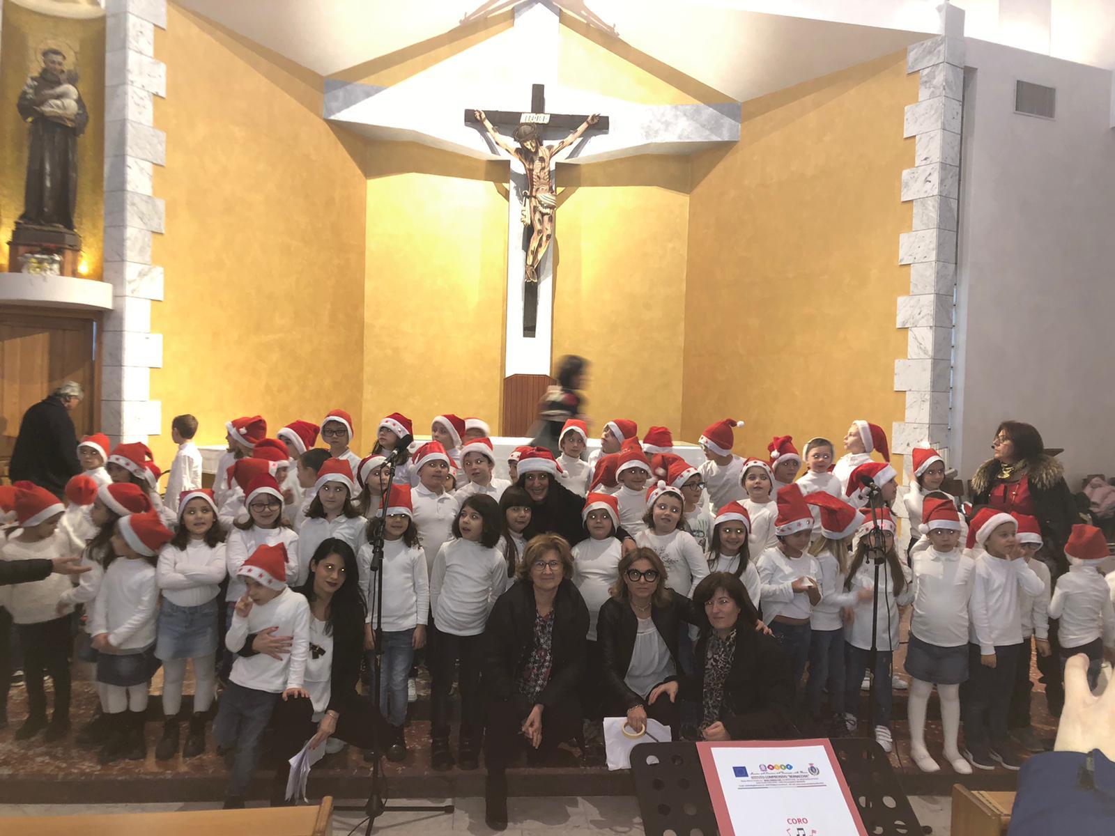 Si è tenuto presso la Chiesa di Sant'Antonio il Concerto di Natale delle classi prime della Scuola Primaria Principe di Piemonte. Attraverso canti e piccole poesie gli alunni hanno voluto augurare a tutti i presenti un Sereno Natale.